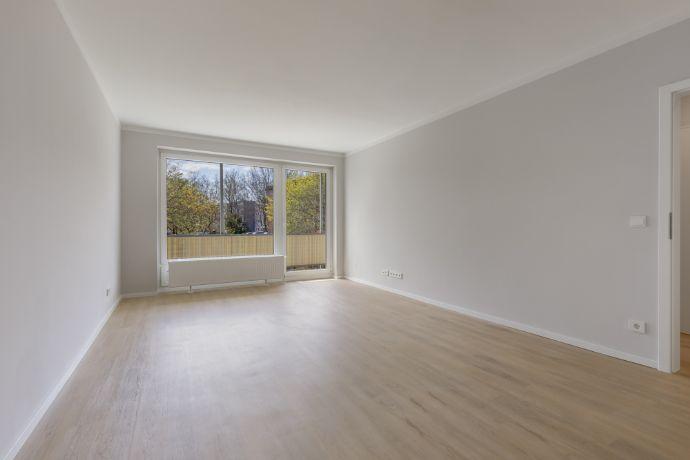 Erstklassig sanierte Wohnung mit Balkon