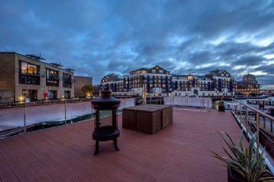 luxus hausboot 2 etagen 100m terrasse 70 m wohnen musterboot zu verkaufen. Black Bedroom Furniture Sets. Home Design Ideas