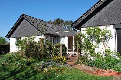 Freistehendes, architektonisch interessant gestaltetes Einfamilienhaus mit ca. 148 qm Wohnfläche und 772 qm Grundstück.