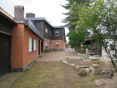 Blick auf Wohnhaus, Werkstätte u. Garten