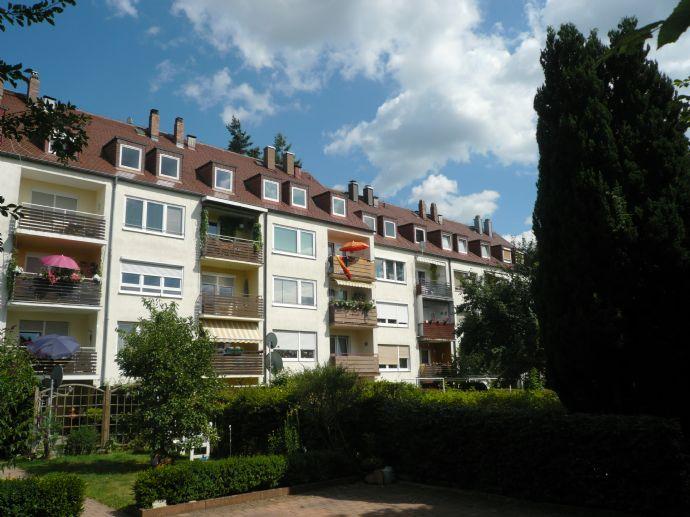 Schöne 3-Zimmer Wohnung im 2.OG mit sonnigem Südbalkon, Garten und Stellplätzen im Hinterhof