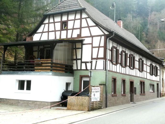 Saniertes Mehrfamilienhaus mit Garten, Terrasse, PKW Stellplatz und Privatwald!