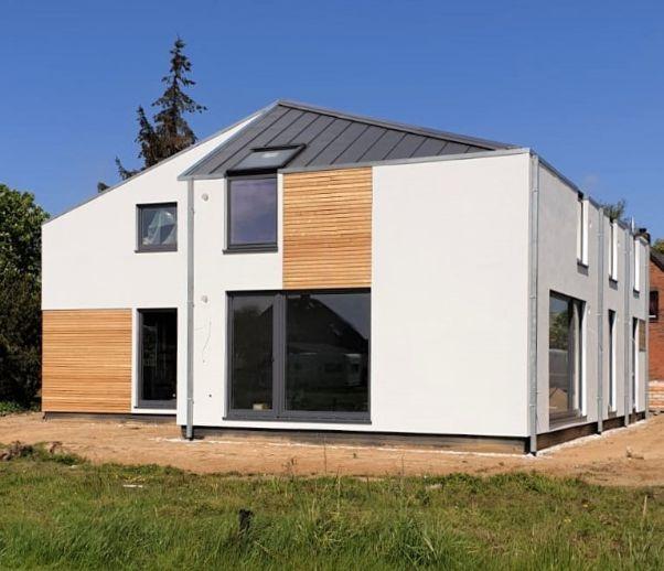 Bezugsfertig: KfW 55-Neubau Architekten-Doppelhaushälfte