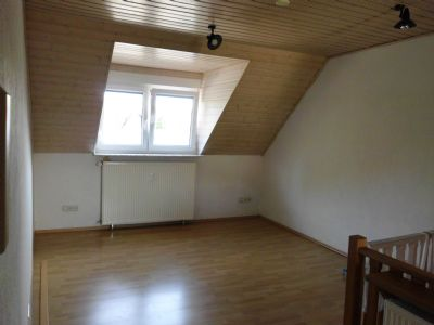 Schöne 2 Zimmer Wohnung m. Einbauküche, Keller und Stellplatz