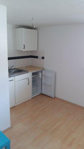 2 Raum Wohnung mit EBK, Badewanne, Stellplatz mgl, APP 27