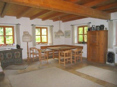 weitl ufiger gutsbesitz mit idyllischem pferdeparadies bei augsburg einfamilienhaus k nigsbrunn. Black Bedroom Furniture Sets. Home Design Ideas
