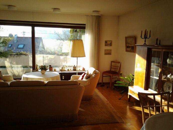 Musberg: Helle 5-Zimmer-Wohnung mit eigenem Homeoffice/Gartenzimmer und Garten mit Blick auf Piz- Mu