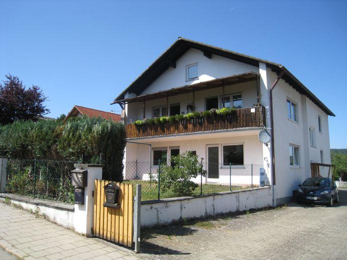 Zweifamilienhaus mit Garten in ruhiger Lage