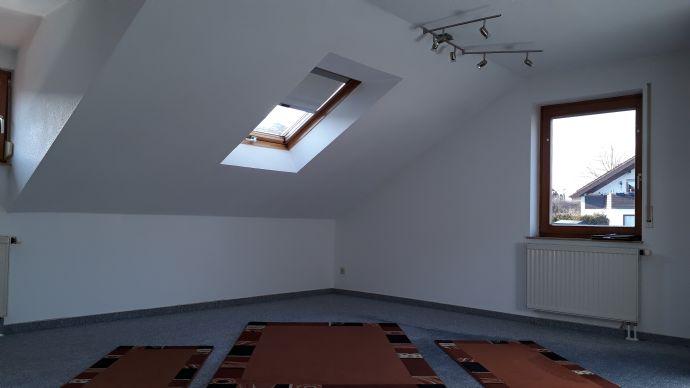 Schöne 4-Zimmer Dachgeschoss-Wohnung mit Balkon in Gäufelden