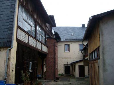 Innenhof mit Nebengebäude