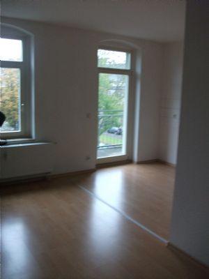 Wohnzimmer mit Zugang Küche
