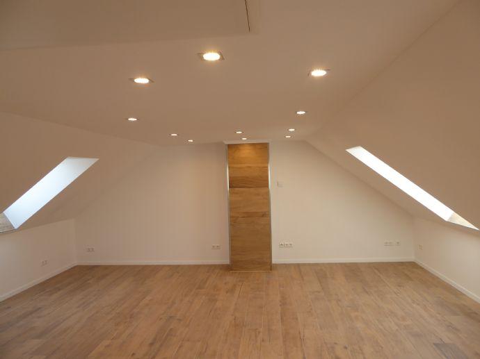 repräsentative und hochwertige Dachgeschosswohnung Erstbezug