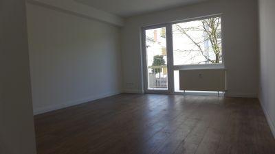 *Schickes Zimmer mit Bad und Balkon*Ab sofort*Neu renoviert*