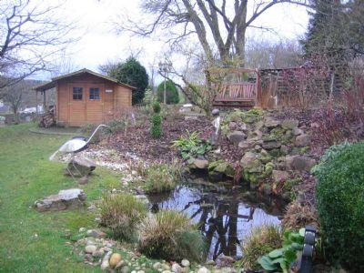 Garten mit kleinem Teich