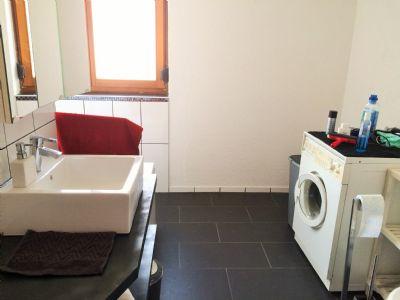 ... und Waschmaschinenplatz