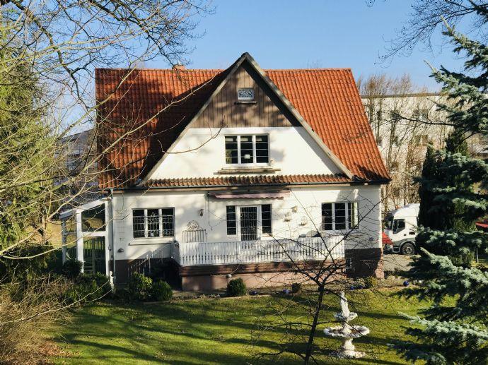 Schönes Haus mit großem Grundstück