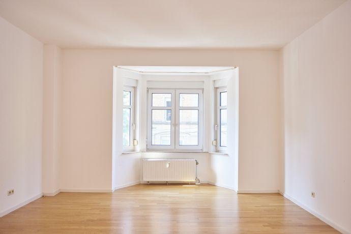 Großzügige 4,5-Zimmer-Wohnung mit 2 Balkonen und Stellplatz im Westen - für Familie/Gewerbe/WG