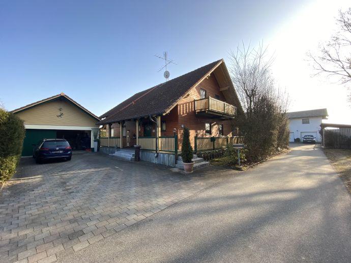 Ruhig gelegen, in grüner Umgebung Einfamilienhaus mit großem Garten und Pool