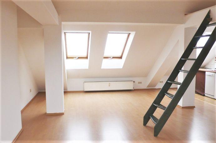 außergewöhnliche 1-Zimmer-Dachgeschosswohnung zu vermieten!