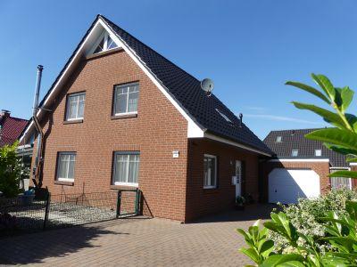 Tolles Einfamilienhaus mit Doppelgarage, 2 Gartenhäuser und Aussenpool