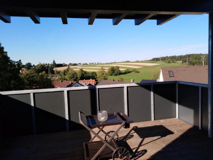 Ruhige Lage und toller Ausblick! 85 qm Wohnung inkl. Einbauküche, Wannenbad, Dusche und Balkon zu v