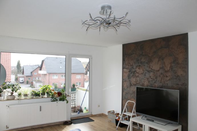 Hübsch - Hell - 3 Räume - Küche - Diele - Wannenbad mit Fenster - Abstellraum - Balkon