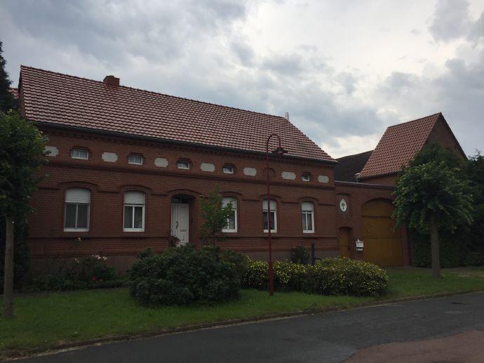 Hochwertig sanierter Vier-Seitenhof in Hohenlepte