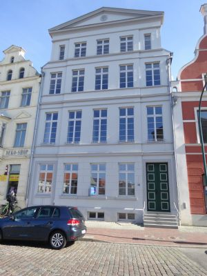 Provisionsfrei: Historisches attraktives MFH mit Charme in Wismars Altstadt, 4,85 % Rendite, Faktor 20,6