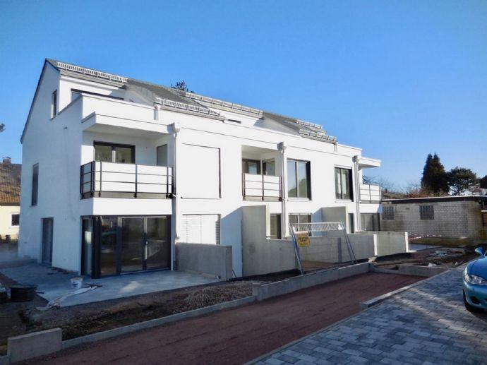 Einziehen und Wohlfühlen! Reiheneckhaus mit Terrasse und viel Wohnfläche.
