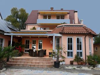 Gabys Ferienwohnungen - FeWo 2 (3 Zimmer - großer Südbalkon - 70 qm) - 300 m zum See