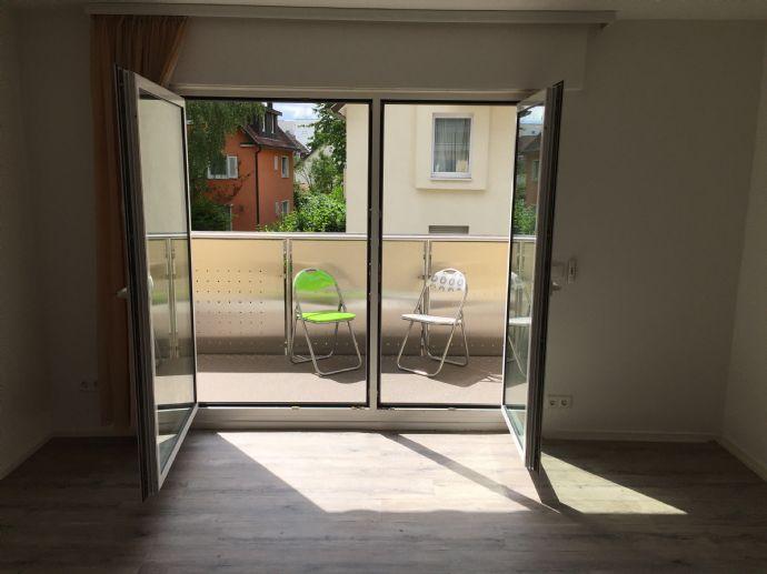 Sehr schöne, gut-geschnittene 3-Zimmer-Wohung mit Balkon, Garage, Gartenanteil & italienischer Desig