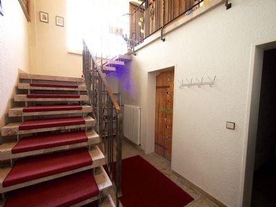 Treppe vom Keller zum Eingang
