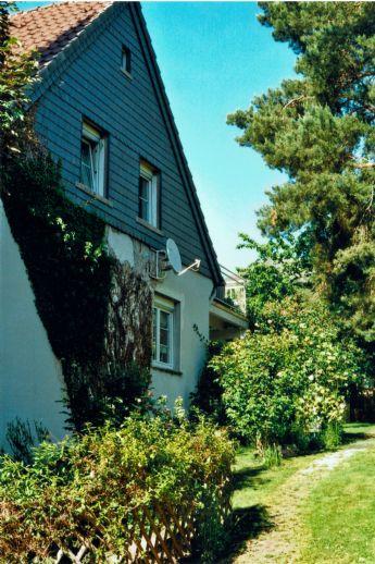 Solides Einfamilienhaus mit Garten & Garage