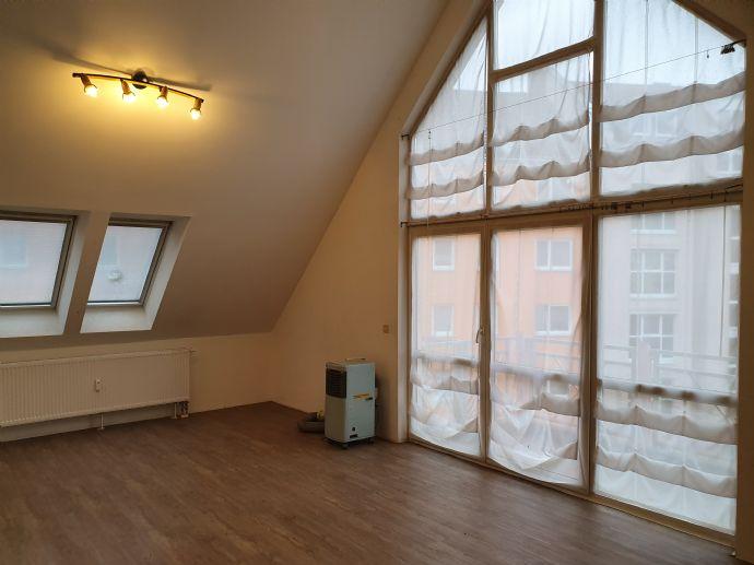 Sehr schöne, helle, großzügige 3,5 Zimmer-Wohnung, in bevorzugter Lage von Nürnberg – St. Leonhard