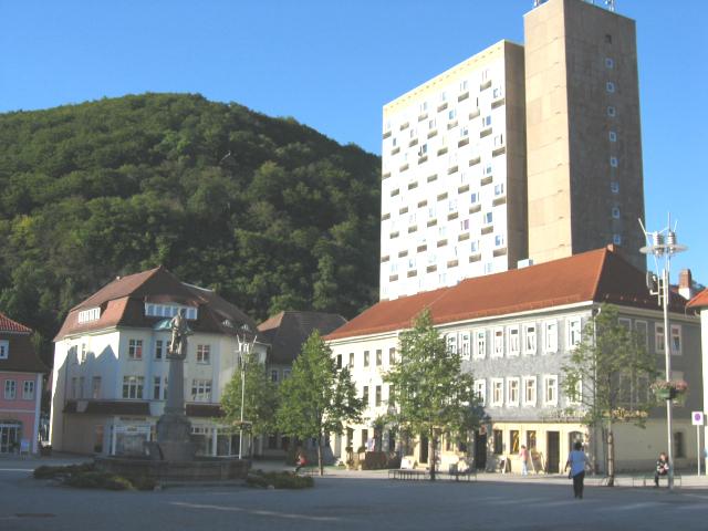 Zentraler geht nicht - komplett renovierte, geräumige 4,5-Raumwohnung mitten im Suhler Stadtzentrum