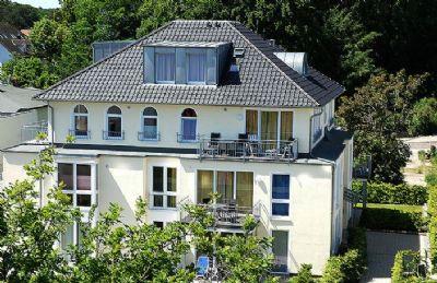 Strandnahe Ferienwohnung Insel Rügen im Ostseebad Sellin 300 m zum Strand, Internet u. Tiefgaragen Stellplatz.