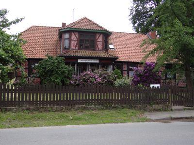 Großzügiges Wohnen mit Terrasse, Garten und Nebengebäuden - 7 Zi. auf 2 Ebenen in Wriedel
