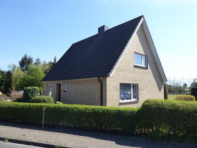 Modernisierungsbedürftiges Einfamilienhaus mit Garage und ca. 1.700 m² Grundstück (ggf. teilbar) in Alveslohe