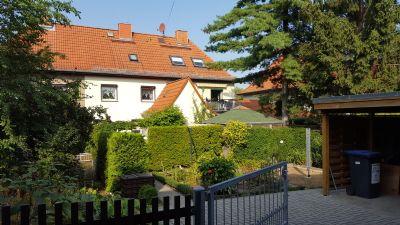 Garten mit Carport