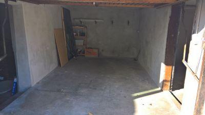Garage  mit Zugang zu den Kellerräumen