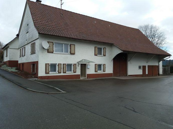 Älteres Bauernhaus mit schönem großen Grundstück in sonniger, ruhiger Ortsrandlage von Irslingen