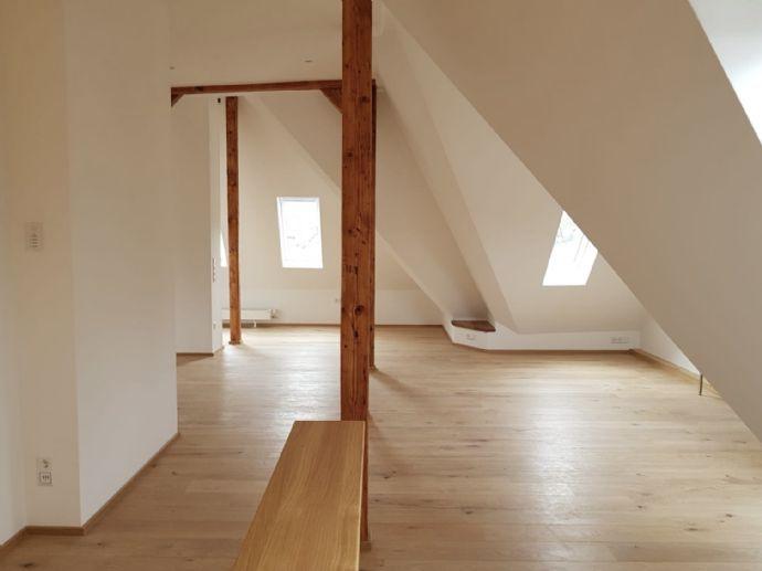 Sie suchen etwas Besonderes? Maisonetten-Wohnung in denkmalgeschützem Wohnhaus in Stuttgart Süd /L