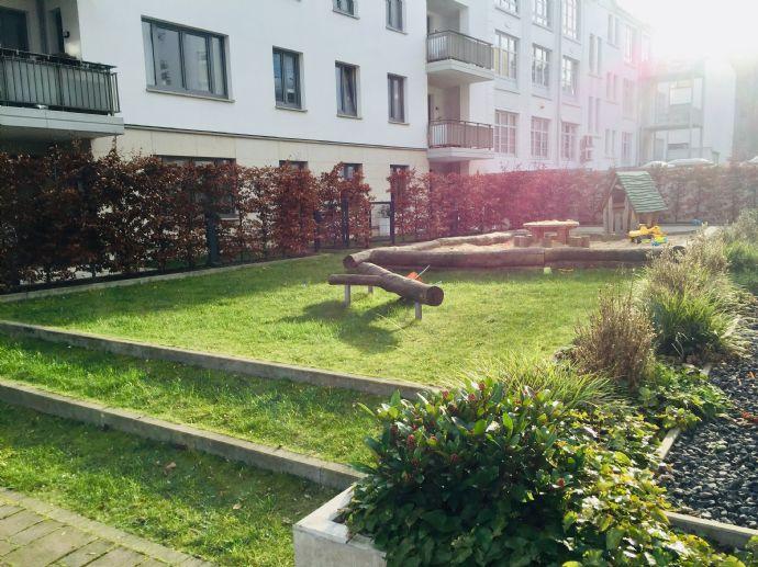 Großzügige Familienwohnung samt 1000qm Innenhof mit Spielplatz in Winterhude