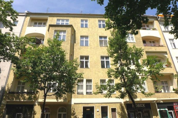 helle Altbauwohnung in Seitenstraße - vermietet
