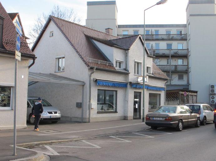 Pfersee, an der Augsburger Straße: Freistehendes Haus mit gewerblicher Nutzung.