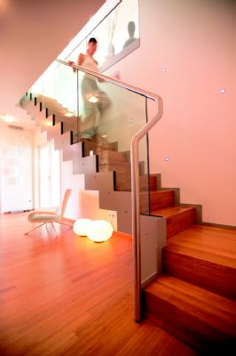 au ergew hnliche architektur vereint mit gro z giger raumaufteilung effizienzhaus 40 plus. Black Bedroom Furniture Sets. Home Design Ideas