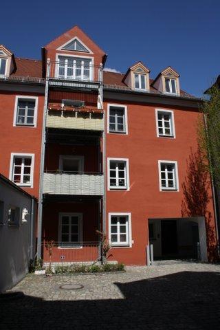 Sonnige 4,5 Zimmerwohnung mit Balkon in saniertem Denkmal mitten in Regensburg