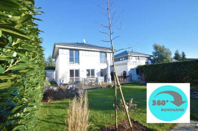 Modernes Einfamilienhaus mit hoher Energieeffizienz, Garten & 2 Garagen