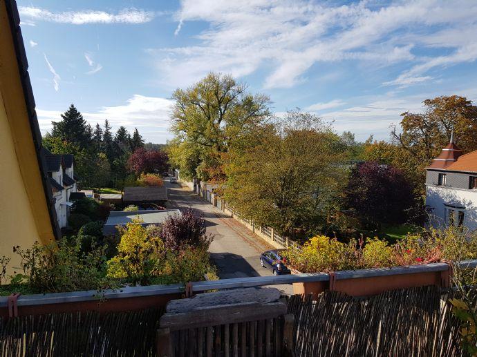 ruhige 5-Zimmer-Wohnung mit zwei Balkonen und Blick ins Grüne