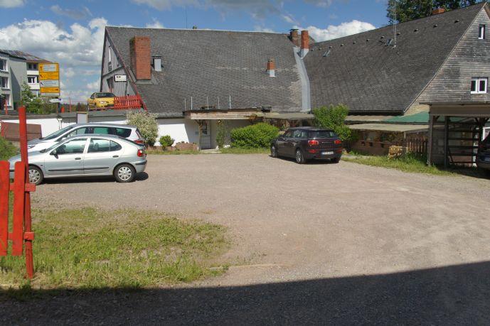 St. Georgen / Schwarzwald: Gr. Anwesen mit 2/3 Gewerbeeinheit., 3 Wohng., Luftschutzbunker + Garagen